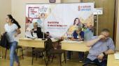Valgdeltagelse i Moskva var kun på cirka 22 procent. Det skyldes, at russerne ikke har tillid til, at deres stemme kan gøre en forskel, siger en ekspert. Her valgtilforordnede på et valgsted på en skole i Moskva.