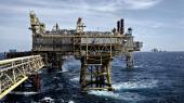 De samfundsøkonomiske gevinster af olie- og gasproduktionen bliver stadig mindre, fordi produktionen er blevet mindre, og fordi politikerne senest i 2017 gav en stor skatterabat til olie- og gasselskaberne, som dermed slipper billigere end for eksempel i Norge.