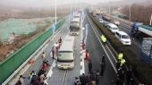 Køretøjer, der bliver drevet af soleneergi i den østkinesiske provins Shandong. Kina er helt i front med elektriske køretøjer – 45 procent af alle elbiler i verden og 99 pocent af alle elbusser kører i dag i Kina.