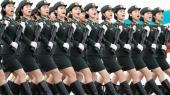 I dag lader kommunistpartiet sig hylde i den kinesiske hovedstad. For syv årtier siden udråbte Mao Zedong Folkerepublikken, og selv om den socialistiske revolution blev aflyst, lever partiets historiske arv videre under Xi Jinpings ledelse