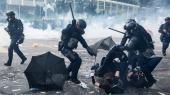 I Hongkong kom det til voldsomme sammenstød mellem demonstranter og politi. Flere gange var der tale om deciderede nærkampe, og for første gang siden protesterne startede i juni, blev en demonstrant skudt.