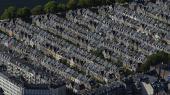 Særligt i København er boligpriserne steget i årevis – men mens rækkehuse og villaer er lidt højere end niveauet fra 2005-07, har lejlighederne nu i et par år været en del dyrere end lige før krisen.