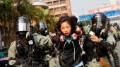 Både lokalregeringen med Carrie Lam i spidsen og centralregeringen i Beijing ønsker at isolere de mest hardcore demonstranter og skabe intern splid. Hidtil er det ikke lykkedes. Både regeringen og politistyrken er historisk upopulær, skriver Lasse Karner på lederplads.