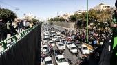 Siden fredag har iranere demonstreret i 100 byer over stigende benzinpriser. Her er det i Isfahan.