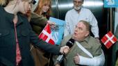 'Borgen handler i sin kerne om, hvordan det danske folkestyre fungerer,' siger DR's dramachef Christian Rank. Her er det Frihedspartiets Svend Åge Saltum (Ole Thestrup), der her interviewes af pressen efter et overfald på åben gade.