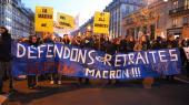 Protestdemonstrationmod præsidentMacrons nye pensionsreform,Paris, d. 11. januar.Seneste meningsmålinger viser, at den folkelige støtte til strejkerne, der har varet i over 40 dage, er faldet til under 50 procent.