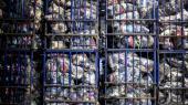 »Samtidig er der en stor spildprocent hos forbrugerne: En dansker køber i snit cirka 16 kilo nyt tøj om året, og det meste ender i skraldespanden. Heldigvis tyder meget på, at tøj i dag får et længere liv, fordi flere og flere forbrugere donerer aflagt eller ubrugt tøj til venner, genbrug eller sælger det videre på nettet eller i genbrugsbutikker.« skriver Lene Lange og Anne Axholm i denne kommentar.