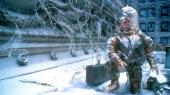 Bruce Willis rejser tilbage i tiden for at finde oprindelsen til den virus, der har udryddet det meste af Jordens befolkning. Det er en af de 12 film, Peter Schepelern anbefaler at se.