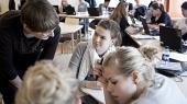 Hvis vi skal bevare sprogkompetencerne i fremtidens Danmark, skal vi vende skuden nu. Vi skal have flere til at søge ind på sprogfagene, og det haster. For hvis sprogfagene først dør ud i undervisningssystemet, er det meget svært at bringe dem til live igen, skriver Anders Bjarklev, Per Michael Johansen og Birgitte Vedersø.