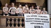 Mens forhandlingerne om klimahandlingsplanen tirsdag gik i gang i Klimaministeriet, demonstrerede aktivister fra Extinction Rebellion under spørgetimen i Folketingssalen.