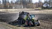 Hvor Klimarådet mener, at landbrugets udledninger i 2030 kan reduceres med 1,4 millioner ton CO2 ved at udtage lavbundsjorde, når landbrugspartnerskabet frem til en reduktion på hele 3,4 millioner ton ved på papiret at udtage over 100.000 hektar frem mod 2030.