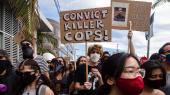 I seks stater har guvernørerne nu indkaldt tropper fra nationalgarden til at kontrollere urolighederne efter George Floyds død i politiets varetægt, og flere har indført udgangsforbud om natten. Lørdag aften var 1.400 anholdt, og her i Los Angeles er blandt andet en politistation brændt ned og flere butikker plyndret.