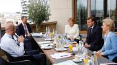 Striden på EU-topmødet står primært om udformningen af den genopretningsfond, der skal hjælpe de hårdest ramte medlemslande gennem den økonomiske krise, der er fulgt i pandemiens kølvand.