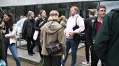 Det er et krisetegn, at de studerende på RUC vælger at tage deres kandidatuddannelse på andre universiteter af frygt for at blive ramt af ledighed, når de er færdige med studierne.