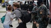 De studerende i Hviderusland har meldt sig ind i kampen mod den hviderussiske præsident. Men præsident Alexander Lukasjenkos maskerede betjente slår hårdt ned på dem.