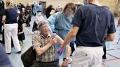 Ældre borgere vaccineres i Brønderslevhallen torsdag den 4. februar.
