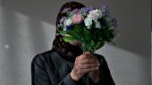 Munira flygtede fra Syrien til Danmark for snart otte år siden. Myndighederne har ikke forlænget hendes opholdstilladelse, fordi de vurderer, at forholdene i hendes hjemstavn er forbedrede. Men hun vil ikke tilbage – både fordi hun frygter regimet, og fordi hendes sønner og børnebørn er i Danmark