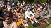 En gruppe demonstranter fra LGBTQ-miljøet er samlet i Folkets Park på Nørrebro til demonstration, efter Copenhagen Pride i 2020 blev afviklet i en mindre udgave.