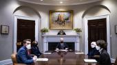 Den gængse forklaring på Joe Bidens dramatiske forvandling lyder, at den skyldes coronapandemien. Men det er ikke rigtigt. En af forklaringerne er den fornyelse, der er sket i demokraternes partiapparat. Her ses Joe Biden for bordenden sammen med fra venstre chef for Det Nationale Økonomiske Råd, Brian Deese, vicepræsident Kamala Harris, finansminister Jane Yellen og økonomisk rådgiver Cecilia Rouse.