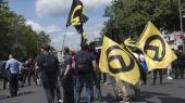 Tilhængere af den identitære bevægelse demonstrerer i Berlin.