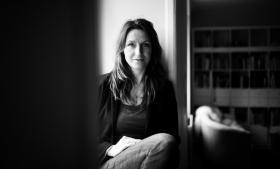 'Forskerne har fået at vide, at de skal gøre nytte for samfundet, men de fortæller selv, at gør man det til sit største projekt, så klarer man ikke konkurrencen i den internationale forskningsverden. For at kunne markere sig internationalt kræver det en solid akademisk profil,' siger Birgitte Gorm Hansen.