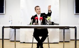 Var det ikke for Politikens afsløring af, at departementschef i Skatteministeriet Peter Loft havde holdt fem møder med sagsbehandlerne i SKAT København, havde skatteminister Thor Möger Pedersen (SF) næppe nedsat en undersøgelseskommission. Politikens historie var baseret på aktindsigter i kalenderne for direktørerne i Skat København – en aktindsigt som med den kommende offentlighedslov ikke var blevet givet.