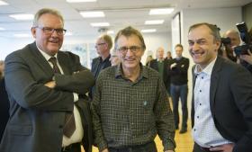 Anders Bondo Christensen (i midten), formand for Danmarks Lærerforeningen, sammen med hovedforhandlerne fra KL Steen Christiansen og Michael Ziegler (th.) ved de første overenskomstforhandlingerne hos KL den 7. december.
