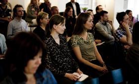 Her ses opløbet af ph.d.-kandidater fra sidste års første Ph.d. Cup til et møde i Informations kantine.