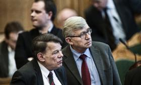 DF's Søren Krarup (th.) og partifællen Jesper Langballe var op gennem nullerne med til at sikre flertallet for VK-regeringens politik på en måde, der næsten lignede en flertalsregering. Især med en skrap udlændingepolitik.