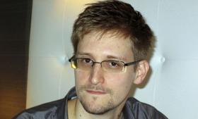 Edward Snowden havde indtil i sidste uge ubegrænset adgang til nogle af de mest klassificerede dokumenter og programmer i USA's sikkerhedsapparat i kraft af sin stilling i Hawaii som telekommunikationsekspert i det private selskab Booz, Allen, Hamilton Holding Corp. Selskabet specialiserer sig i at udføre kontraktarbejde for National Security Agency. Foto: Scanpix