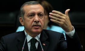 Flertalstyran. Mindretallet kræver, at premierminister Erdogan viser dem den samme respekt, som de viser ham.