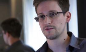 Ifølge Edward Snowden står den britiske regering selv bag det seneste læk om efterretningsvæsnets overvågningsprogrammer