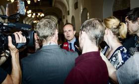 Den radikale klima- og energiminister, Martin Lidegaard, mener ikke, at danskernes kritik af regeringens klimaindsats er berettiget. Han mener dog stadig, at der er positive toner i undersøgelsen, fordi det viser, at der i befolkningen er opbakning til den grønne linje.