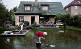 København har mærket det ændrede klima med f.eks. skybryddet i juli for to år siden. Derfor har kommunen iværksat mange tiltag som afløbskanaler for regnvand, større kloakrør, som en forberedelse til værre tider. Det udløste en præmie på 750.000 kr.