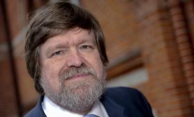 Til sit forsvar anførte Bent Jensen, at hans udfald mod Jørgen Dragsdahl  (billedet) 'er fremsat som led i en historisk rapportering/respektive i et videnskabeligt foredrag'. Den gik ikke.