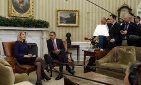 Den amerikanske præsident Barack Obama og Danmarks statsminister Helle Thorning-Schmidt mødtes i Det Hvide Hus. Ifølge nye oplysninger er det dansk-amerikanske efterretningssamarbejde meget tættere end hidtil troet.