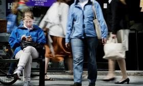 Den masseindhentning af rå mobildata, der foregår, går via Sverige, hvis kunderne ringer til udlandet. Og så er trafikken retsløs med hensyn til aflytning, oplyser flere eksperter.