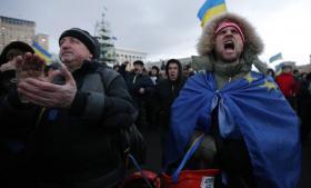 Folk har været tilbageholdende med at protestere mod Viktor Janukovitjs regering, men overdreven vold fra politiet har fået mange almindelige ukrainere på gaden.