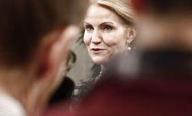 'Partiet skal fremover være langt mere skeptisk, inden fællesskabets værdier sættes til salg,' sagde Helle Thorning-Schmidt i samtalebogen 'Den første' i 2007. Men det synes glemt i dag
