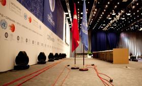 Det er ikke lovligt for en fremmed efterretnings-tjeneste at udføre elektronisk spionage mod Danmark og de delegerede til et FN-topmøde på dansk grund. Men Danmark kan reelt kun svare tilbage med diplomatiske reaktioner