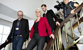 Anette Vilhelmsen trak sig i går som partiformand, og SF trådte ud af regeringen. Selvom salget af DONG var dråben, startede SF's krise langt tidligere, siger ekspert.