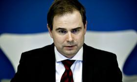 Forsvarsminister Nicolai Wammen står på NSA's side i sagen om spionage mod COP15-klimaforhandlingerne. Han er immervæk også ansvarlig for FE's tætte samarbejde med den amerikanske efterretningstjeneste