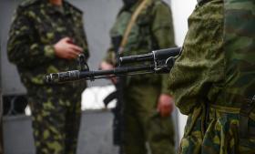 Pro-russiske soldater har de seneste dage bevogtet en række militære installationer på i Krim