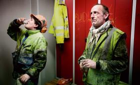 Allan Jensen og Lars Schmidt oplever, at det bliver sværere at finde job i konkurrencen med udenlandsk arbejdskraft. De har hørt deres polske kolleger tale om, at de har købt deres krancertifikat for 50 euro over en weekend i Polen
