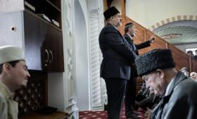 End ikke ukrainsk brændevin kan skjule, at Krims oprindelige befolkning af sunnimuslimske krimtatarer er rædselsslagne ved udsigten til en russisk nyordning for halvøen. Tatarerne søger garantier fra Putin