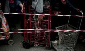 Både i Grækenland og i de fire andre eurolande, der har modtaget hjælpepakker fra EU – Irland, Cypern, Spanien og Portugal – er der nu tegn på, at gældskrisen er overstået