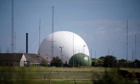 Forsvarets Efterretningstjeneste indgår i et partnerskab med NSA om at tappe danske fiberkabler med tele- og internettrafik, fremgår det af tophemmelige NSA-dokumenter. Tilsyneladende er Danmark del af et hidtil ukendt overvågningsprogram, der kan føre til, at også danskere bliver mål for den amerikanske efterretningstjeneste