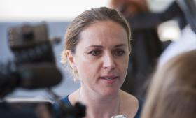 Justitsminister Karen Hækkerup (S) vil fremover sikre, at det skrives ind i afgørelser om humanitær opholdstilladelse, der vedrører børn, at hensynet til barnets tarv er blevet inddraget i myndighedernes overvejelser.
