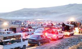 Tusindvis af irakere flygtede i søndags fra byen Sinjar, efter at Islamisk Stat havde indtaget byen. Mindst 30 medlemmer af det religiøse mindretal ezidierne meldes dræbt i byen, mens kristne har fået valget mellem at kovertere til islam eller blive halshugget.