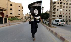Med udråbelsen af et kalifat i Irak og Syrien presser Islamisk Stat al-Qaeda, der i mange år har været bannerfører for global jihad. Billedet stammer fra byen Raqqa, hvor kalifatet blev udråbt